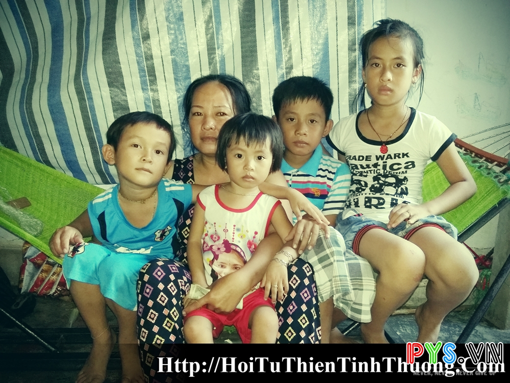 Người phụ nử và 4 đứa con !